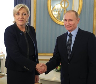 Putin Meets Marine Le Pen in Moscow, Denies French Election Interference