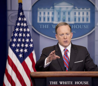 Spicer Tries to Mend Fences With White House Reporter April Ryan