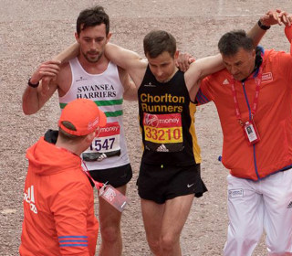 London Marathon Runner Helps Exhausted Man Cross Finish Line