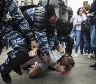 Police Arrest Over 1,000 in Russia Corruption Protests
