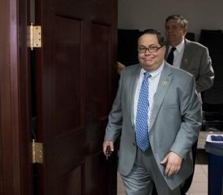 Farenthold staffer tries to gather support for embattled congressman