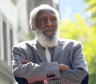 Dick Gregory, Barrier-Breaking Comedian and Civil Rights Activist, Dies at 84