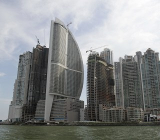A Panama tower carries Trump's name and ties to organized crime