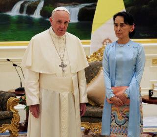 Pope Francis meets Suu Kyi in Myanmar, avoids mention of Rohingya