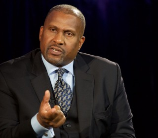 Walmart, book distributor suspend ties with Tavis Smiley