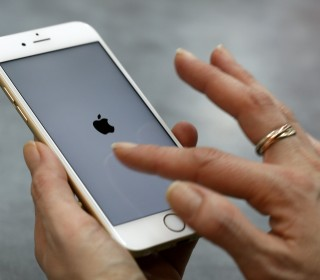 Apple slowed iPhones, forcing owners to buy new ones, lawsuit claims