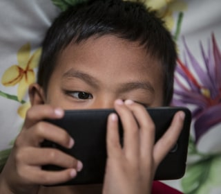Digital Devices OK Even for Toddlers, Doctors Say