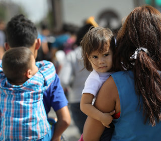 Experts cast doubt on DHS claim that traffickers are posing as families at the border