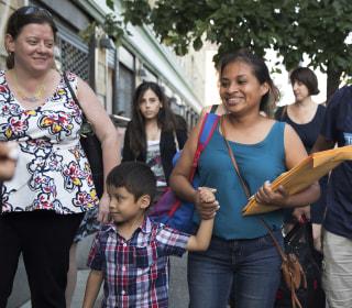 Judge halts deportations of reunited migrant families