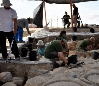 U.S. veterans use archaeology to dig through trauma in Israel