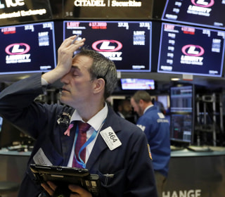 Dow falls 500 points as Apple drags down markets