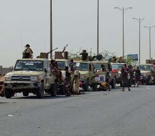 Battles rage in Yemen's port city of Hodeida, trapping civilians in crossfire