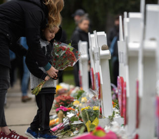 Online acquaintance of accused synagogue shooter arrested