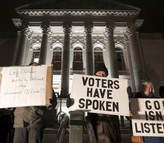Judge temporarily blocks GOP power grab in Wisconsin
