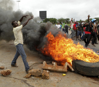Zimbabwe shuts down internet amid violent response to gas protests