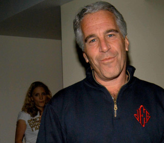 White House says it's 'looking into' Acosta's role in Jeffrey Epstein case