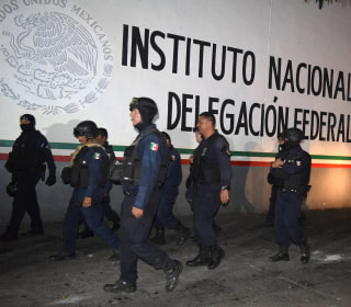 Migrants stage mass escape from Mexican facility