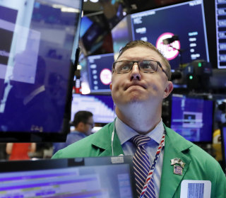 Dow drops 400 points as sell-off accelerates ahead of China tariff deadline
