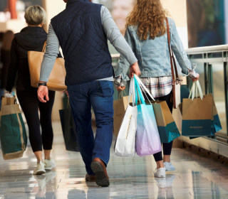 Consumer confidence falls for third straight month, as trade war continues