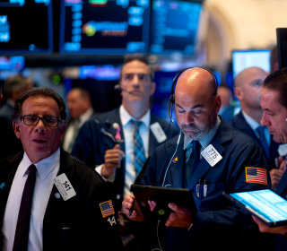 Dow drops more than 750 points, markets rattled after China lowers currency following new Trump tariff threats