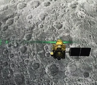 India's space agency loses contact with craft moments before moon landing