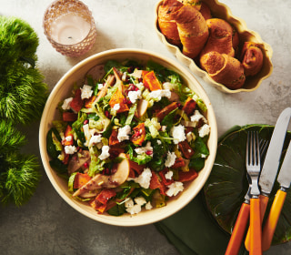 Green salad with roasted butternut squash, pears and goat cheese