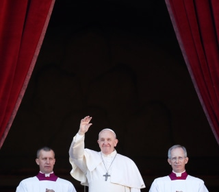 Pope Francis offers hope against darkness in Christmas Day message