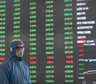 Chinese markets plunge as rising coronavirus death toll fuels fears