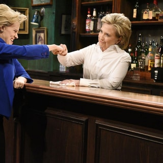 Hillary Clinton Tends Bar, Impersonates Trump in 'SNL' Cameo