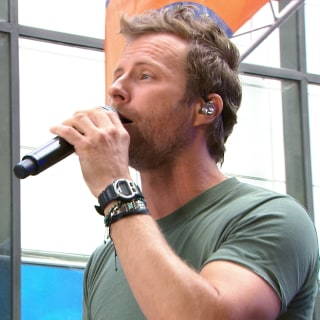 Dierks Bentley Kicks Off Memorial Day Weekend on TODAY plaza