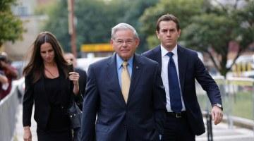 Prosecutors: Menendez Tried to Hide Free Flights, Hotel Stay