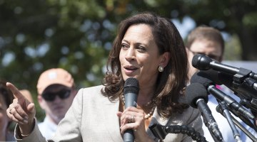 Kamala Harris, Booker Are Early 2020 Favs Among Black Leaders