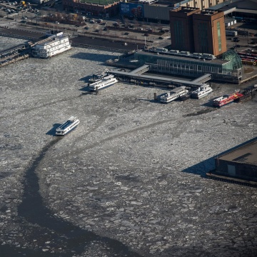 Image: A ferry makes its way through ice floes on the Hudson River