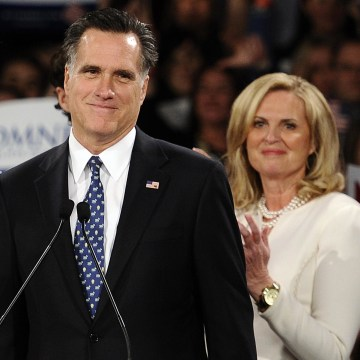 Image: Mitt Romney with son Tagg and wife Ann