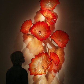 Image: Dale Chihuly's 'Castilian Red Persian Crescent' glass sculpture is displayed at the Halcyon Gallery on Feb. 4 in London.
