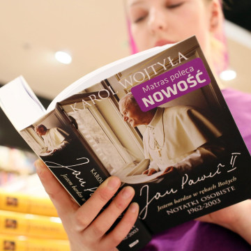 Image: Book with late pontiff's private notebooks published and on sale