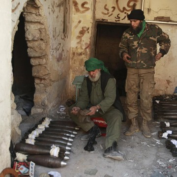 Image: Free Syrian Army fighters prepare mortar shells before launching them towards forces loyal to Syria's President Bashar al-Assad in Aleppo