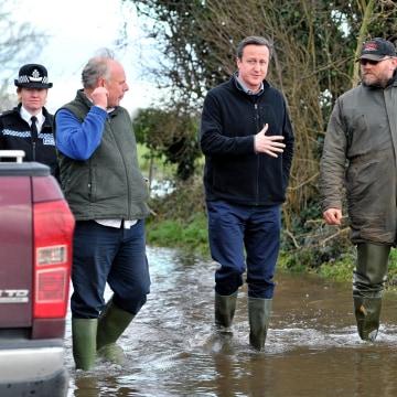 Image: British PM David Cameron visits flood-affected areas