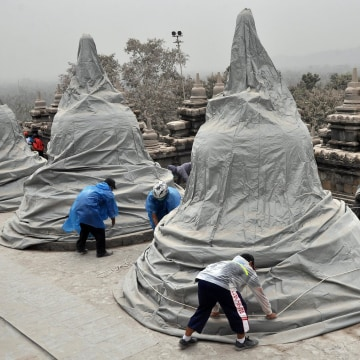 Image: Borobudur temple is covered due to volcanic ash