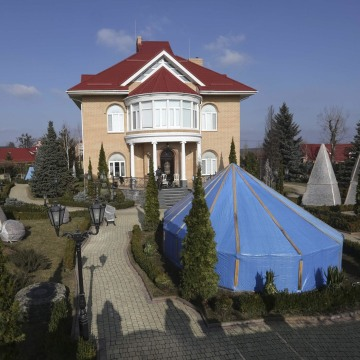 Image: A general view shows the house of Ukraine's former prosecutor general Pshonka in the village of Gorenichy outside Kiev