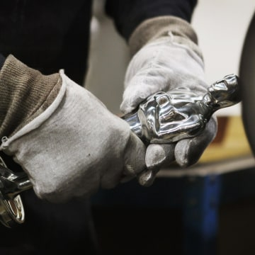 Image: Oscar Statuettes Manufactured In Chicago Ahead Of Academy Awards