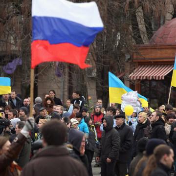 Image: Pro-Russian sympathizers bearing a Russian flag march past pro-Ukrainian sympathizers