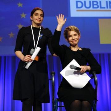Image: Ukrainian opposition politician Tymoshenko acknowledges applause in Dublin