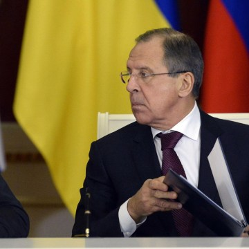 Image: Russia's President Vladimir Putin with Foreign Minister Sergey Lavrov