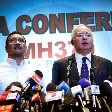 Image: Malaysian Prime Minister Najib Razak, Hishamuddin Hussein, and Azharuddin Abdul Rahman