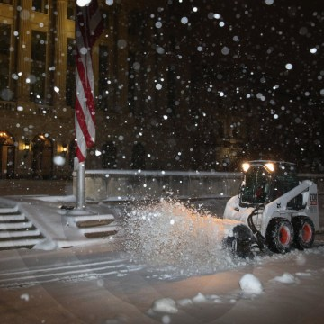 Image: Washington DC Area Hit With Mid-March Snow