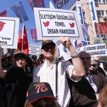 Image: Protesters hold placards during a demonstration against the Twitter ban in Ankara, Turkey