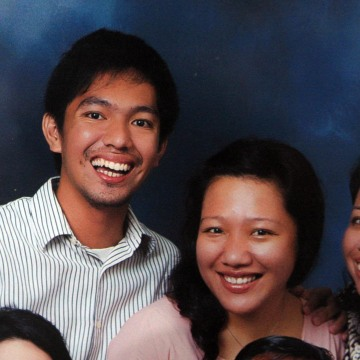 Image: Firman Chandra Siregar, center, posing with his brother and sisters in a family photo