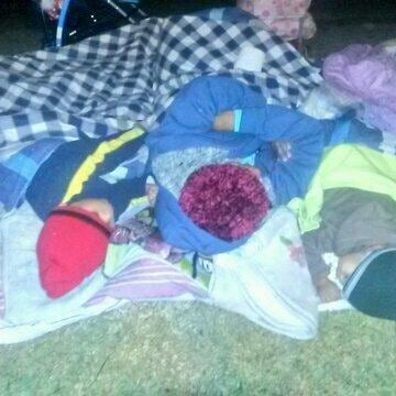 Image: Family sleeping on the side of the road in Iquique, Chile