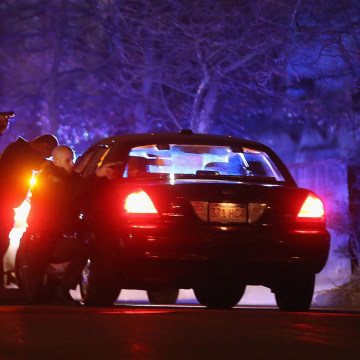 Image: Police search for suspects in Watertown, Mass.
